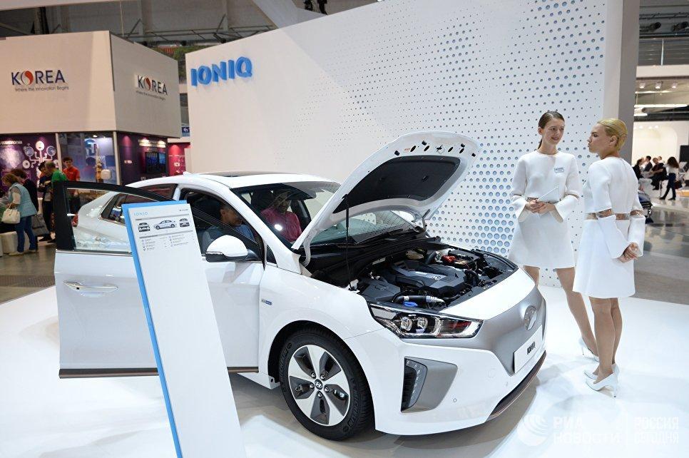Компания Hyundai Motor представила новую модель электрокара Hyundai Ioniq на 9-й Международной промышленной выставки ИННОПРОМ-2018 в международном выставочном центре Екатеринбург-ЭКСПО