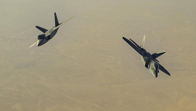Американские истребители над территорией Сирии. Архивное фото