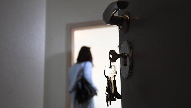 Входная дверь квартиры в новостройке. Архивное фото