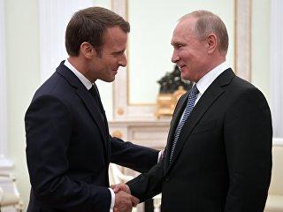 Владимир Путин и президент Франции Эммануэль Макрон во время встречи. 15 июля 2018
