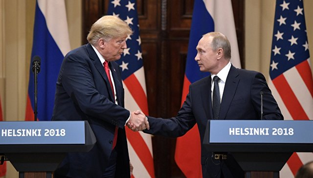 Президент РФ Владимир Путин и президент США Дональд Трамп во время пресс-конференции в Хельсинки. Архивное фото