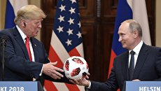 Президент РФ Владимир Путин и президент США Дональд Трамп на совместной пресс-конференции по итогам встречи в Хельсинки