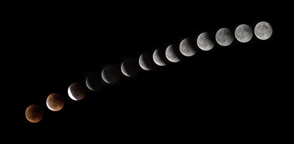 Комбинация из 14 фотографий показывает Луну во время полного лунного затмения недалеко от города Ла-Пуэнте на острова Тенерифе. 27 июля 2018