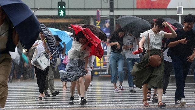 В Японии не менее 13 человек пострадали из-за тайфуна «Симарон»