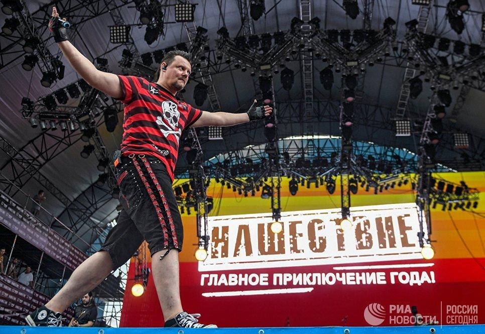 Солист группы КняZz Андрей Князев на закрытии фестиваля Нашествие. 5 августа 2018
