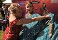 Участницы фестиваля индийской культуры, посвященного Дню независимости Индии, в парке Сокольники в Москве