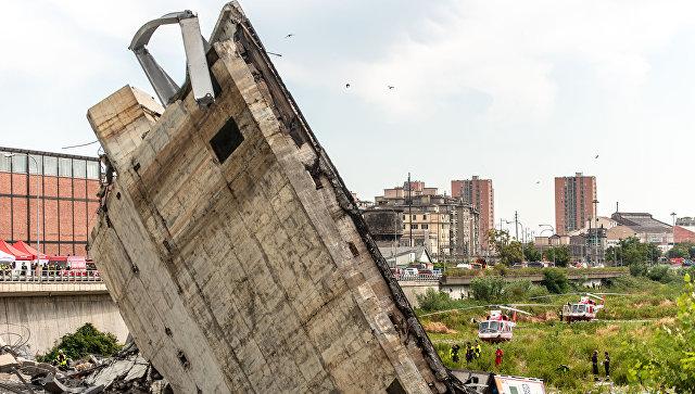 На месте обрушения автомобильного моста Моранди в Генуе