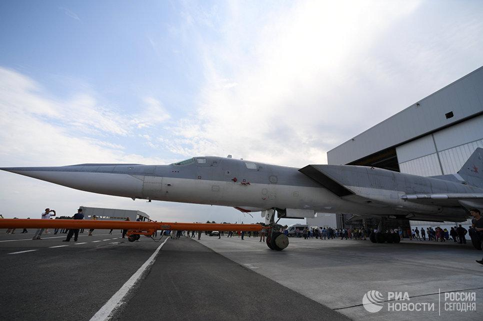 Выкатка для наземных и летных испытаний модернизированного бомбардировщика Ту-22М3М на Казанском авиационном заводе имени Горбунова. 16 августа 2018