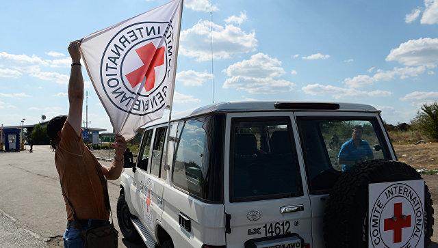 Автомобиль Красного Креста на востоке Украины