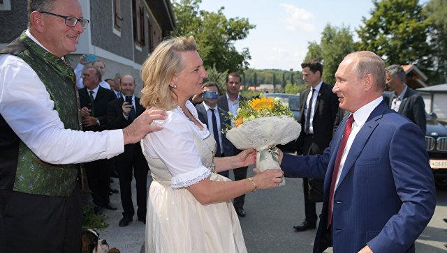 Глава МИД Австрии рассказала подробности приглашения Путина на свадьбу