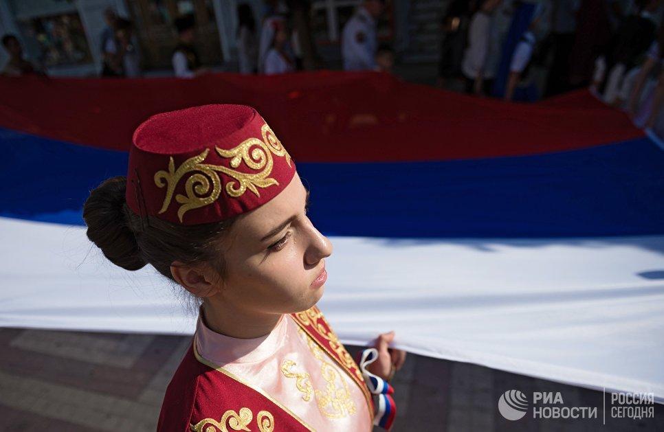Участница  праздничных мероприятий, приуроченных к Дню Государственного флага Российской Федерации в Симферополе