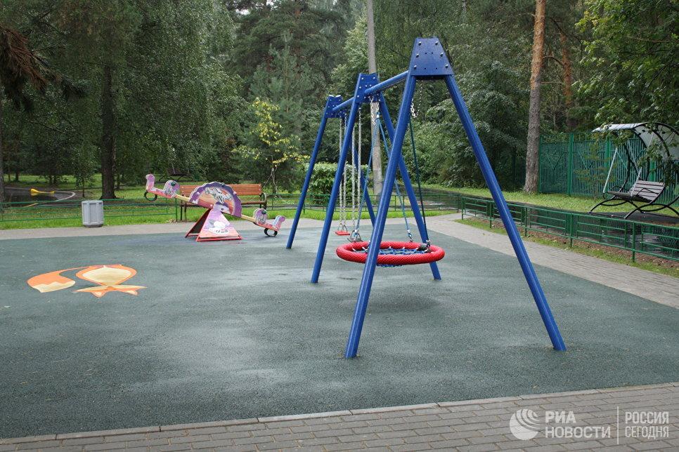 Обновленная Жилищником детская площадка