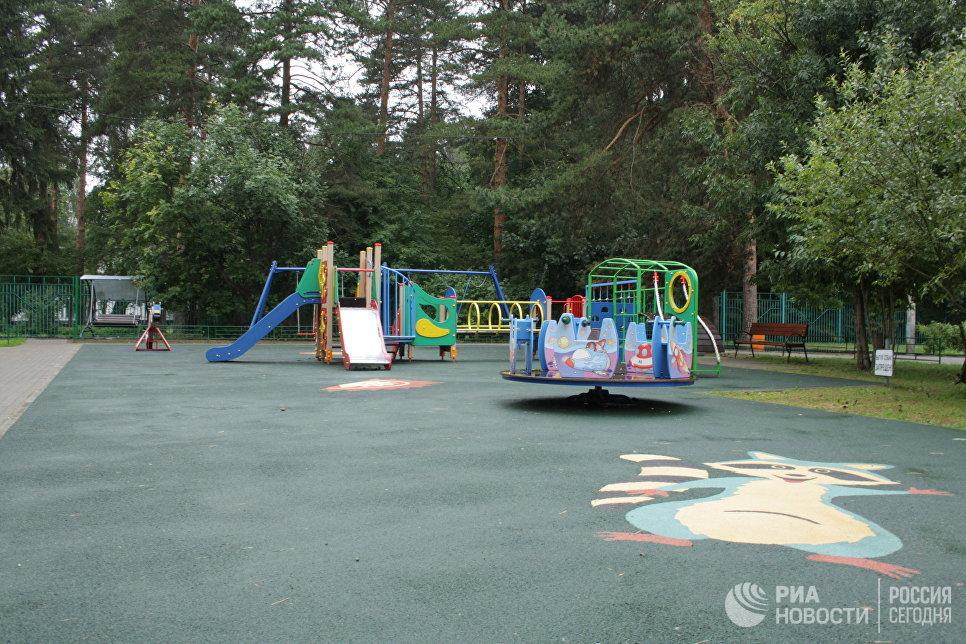 Детская площадка в районе Савелки, сделанная Жилищником