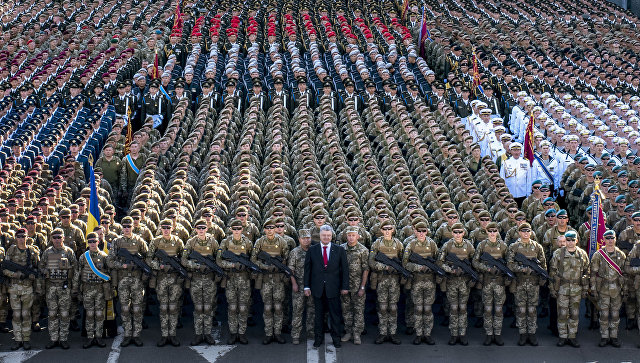 Президент Украины Петр Порошенко на репетиции военного парада в честь 27-ой годовщины Независимости Украины в центре Киева