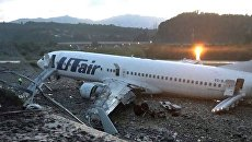 Самолет Boeing 737-800, после посадки выкатившийся за пределы взлетно-посадочной полосы в Сочи