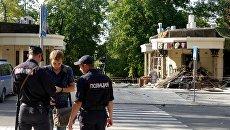 Сотрудники полиции у здания кафе Сепар в Донецке, где произошел взрыв в результате которого погиб глава ДНР Александр Захарченко. 1 сентября 2018