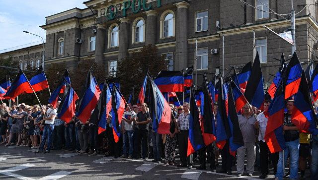 Местные жители на церемонии прощания с главой ДНР Александром Захарченко
