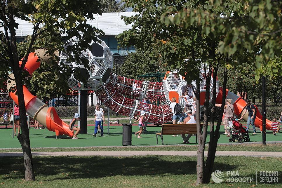 Детская площадка в парке Южное Бутово