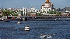 Вид на Крымский мост и Храм Христа Спасителя. Архивное фото