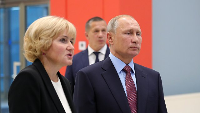 Владимир Путин во время осмотра проекта музейного и театрально-образовательного комплексов Владивостока. 10 сентября 2018