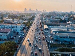 Движение на Звенигородском шоссе в Москве. Архивное фото
