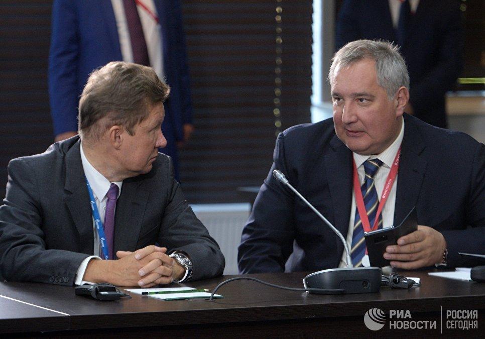 Заместитель председателя совета директоров, председатель правления ПАО Газпром Алексей Миллер и генеральный директор ГК Роскосмос Дмитрий Рогозин