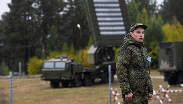 Военнослужащий во время военных учений Восток-2018 во Владивостоке. 12 сентября 2018