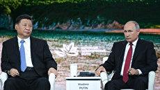 Президент РФ Владимир Путин и председатель Китайской Народной Республики Си Цзиньпин на пленарном заседании Дальний Восток: расширяя границы возможностей IV Восточного экономического форума, архивное фото