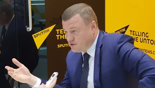 Глава администрации Тамбовской области Александр Никитин во время интервью возле радиорубки Sputnik на площадке ВЭФ