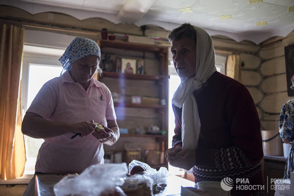 Один раз в неделю Татьяна ходит пешком в домовый храм в селе Тимошино.