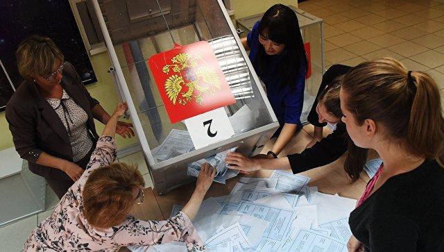Подсчет голосов на избирательном участке во Владивостоке во время второго тура выборов губернатора Приморского края. 16 сентября 2018