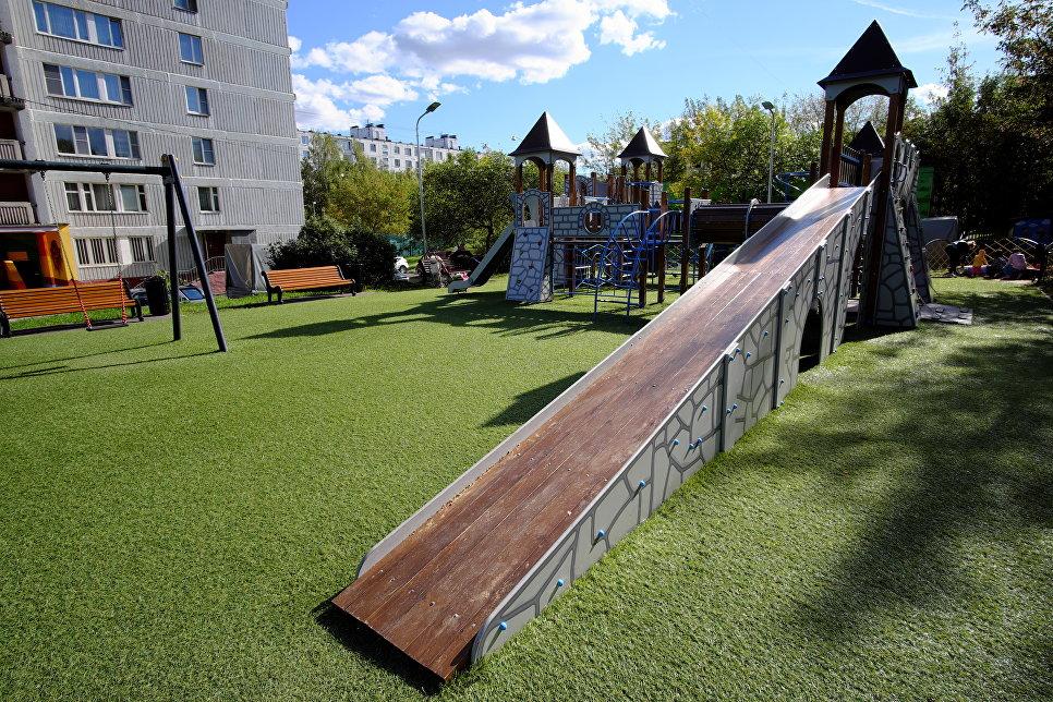Детский комплекс в виде замка в районе Коньково