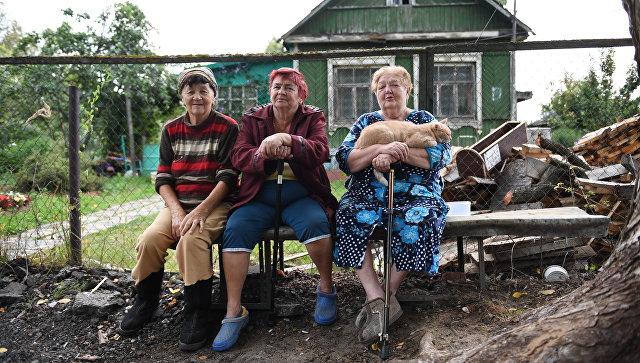 Местные жительницы Екатерина Чижова, Нина Григорьева, Саида Рунова