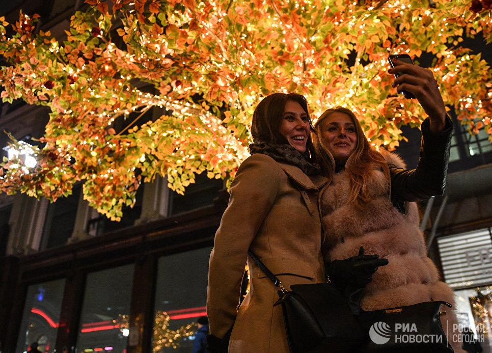 Вечерняя подсветка на улицах Москвы