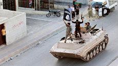 Боевики ИГ* в Ракке. Архивное фото