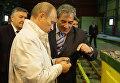 Глава правительства РФ Владимир Путин знакомится с работой рудника по добыче алмазов на кимберлитовой трубке Мир. 21 августа 2009