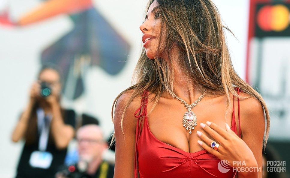 Топ-модель Мадалина Генеа на премьере фильма Братья Систерс в рамках 75-го Венецианского международного кинофестиваля