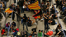 Акция протеста сторонников независимости Каталонии на вокзале в Жироне. Архивное фото