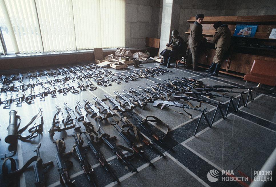 События 21 сентября — 5 октября 1993 года в Москве. Оружие, найденное в здании Верховного Совета РФ (Дом Советов).