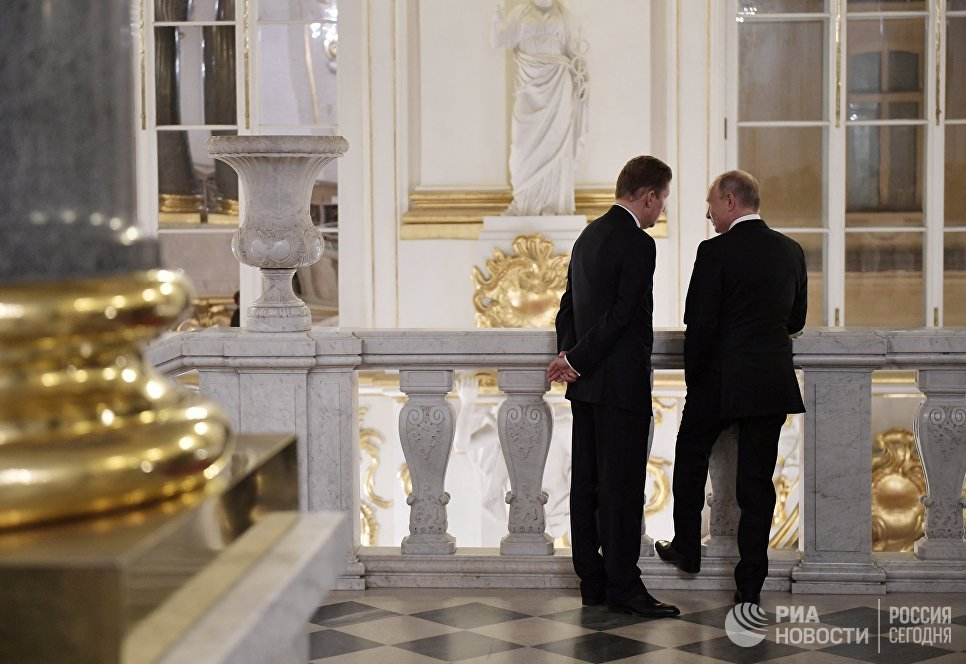 Президент РФ Владимир Путин и председатель правления, заместитель председателя совета директоров ПАО Газпром Алексей Миллер в Эрмитаже