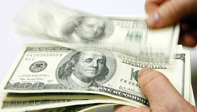 В России доллары девать сейчас некуда, считает эксперт
