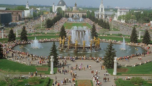 Панорама центральной площади ВДНХ.