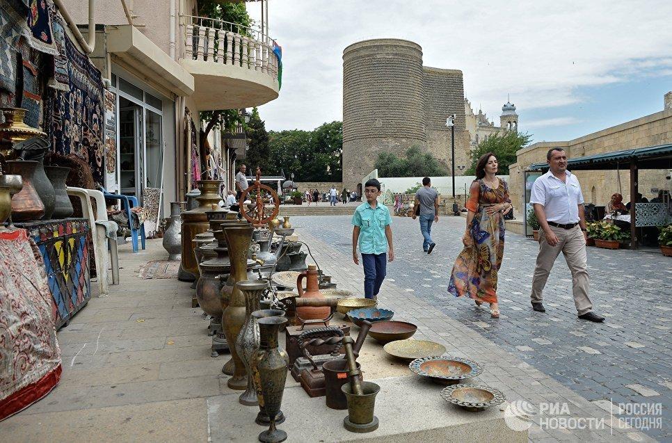 Торговые ряды в старом городе — старинном жилом квартале и историко-архитектурном заповеднике в столице Азербайджана городе Баку.