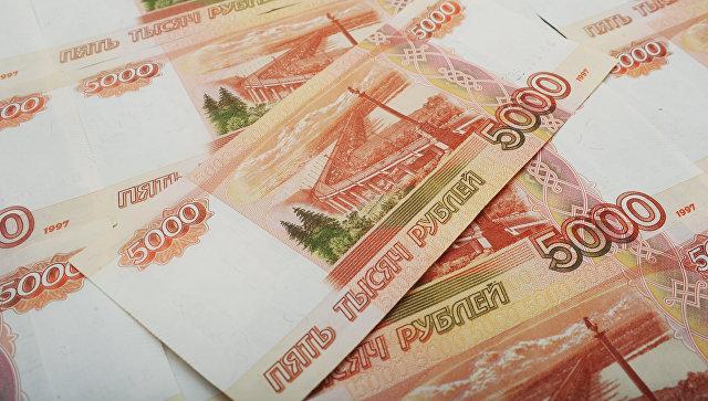 Банкноты номиналом 5000 рублей. Архивное фото
