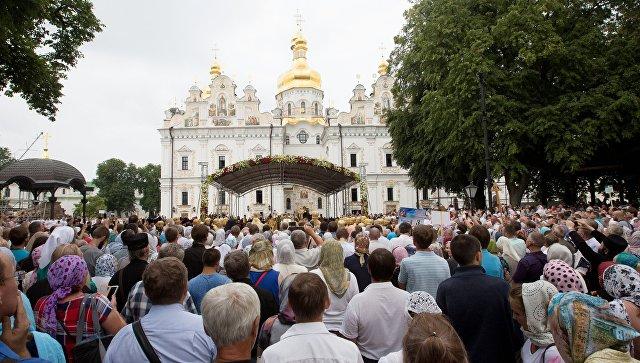 Прихожане УПЦ МП в Киево-Печерской лавре в Киеве. Архивное фото