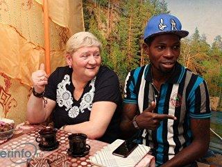 Уроженец Нигерии, 32-летний принц Габриэль Сегун Аджайи и его супруга Наталья Веденина. Архивное фото