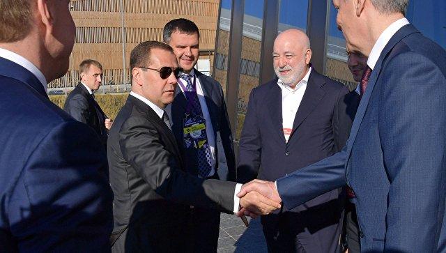 Дмитрий Медведев во время посещения Московского международного форума Открытые инновации