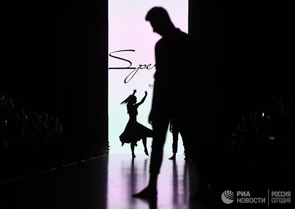Демонстрация коллекции одежды Speranza Couture by Nadezda Yusupova в центральном выставочном зале Манеж в рамках Mercedes-Benz Fashion Week Russia
