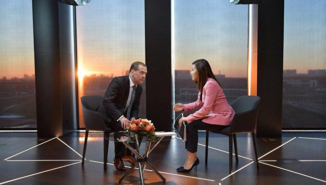 Медведев назвал санкции США непродуктивными
