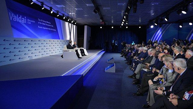 Путин раскритиковал США за политику в отношении доллара
